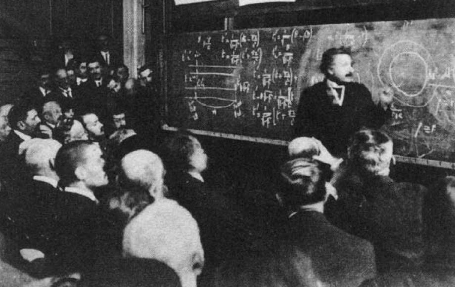 Einstein presenting at the Sorbonne, 1922